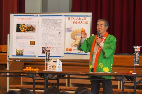 桜島ブランド協議会の白川会長から桜島小みかんの特徴や歴史、栽培の苦労話をご講話いただきました。