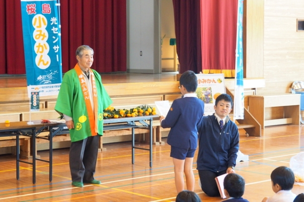 最後に生徒を代表してやまもとゆうきくんからの御礼の挨拶をいただけました。桜島小みかんのことをたくさん知ってもらうことができたようです。