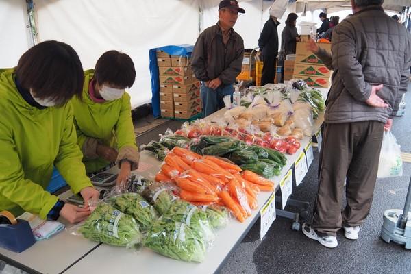 旬の野菜の販売ブース