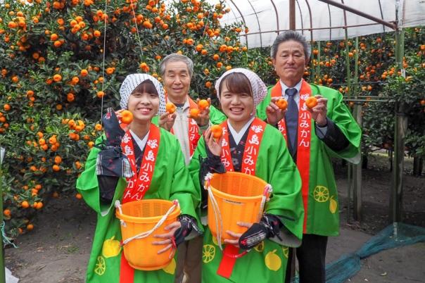 白川会長、村山組合長、小みかん娘の皆さんで桜島小みかんをPR